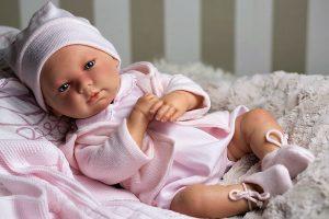 a095c8e10 MUÑECAS ARIAS lleva años haciendo con amor muñecas que inspiren a los  pequeños